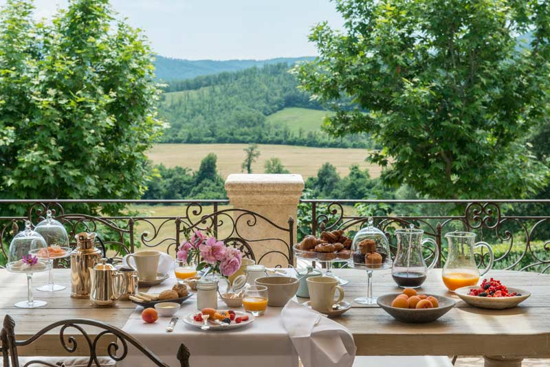 Santo-Pietro-Grand-Suite-balcony-breakfast